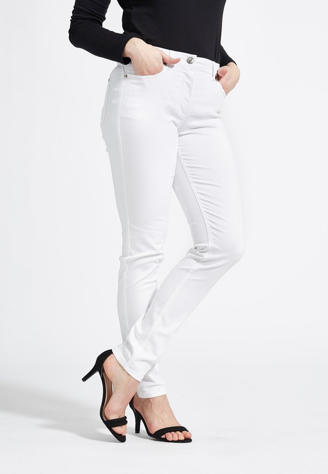 LAURA - Slim fit jeans - white