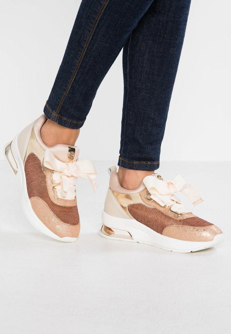 Liu Jo Jeans - KARLIE - Sneakers laag - rose gold