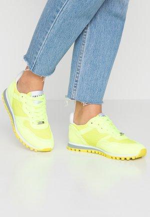Baskets basses - yellow neo