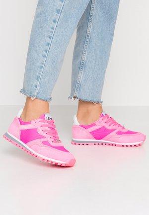 Baskets basses - pink neo