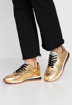 Baskets basses - gold