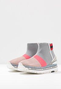 Liu Jo Jeans - MAXI - Vysoké tenisky - pink/grey - 4