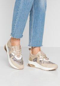 Liu Jo Jeans - KARLIE - Sneakers laag - camel - 0