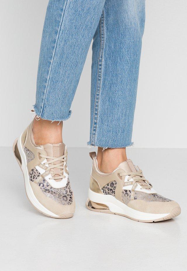 KARLIE - Sneakers laag - camel