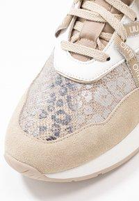Liu Jo Jeans - KARLIE - Sneakers laag - camel - 2