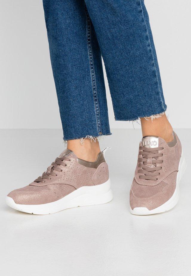 KARLIE - Sneakers laag - sand