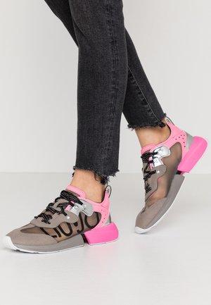 YULIA  - Sneakers laag - grey/fuxia