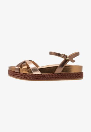 PATTY  - Sandalen met plateauzool - brass