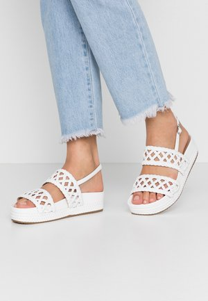PATTY  - Sandalen met plateauzool - white