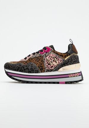 MAXI - Sneakersy niskie - pink/sand
