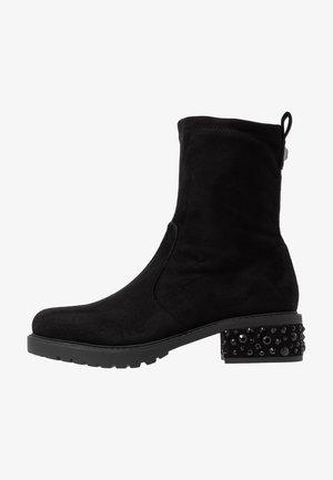 NANCY - Kotníkové boty na platformě - black