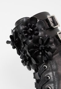 Liu Jo Jeans - Stivaletti con plateau - black - 2