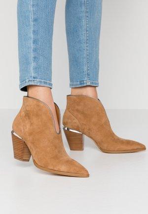 JADE - Kotníková obuv - tan