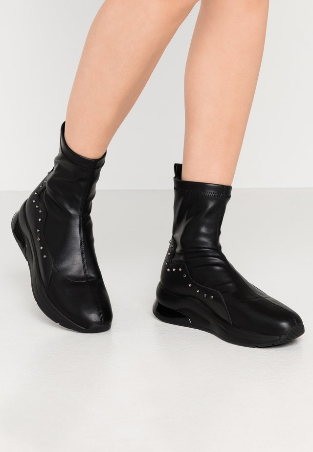 KARLIE - Bottines - black