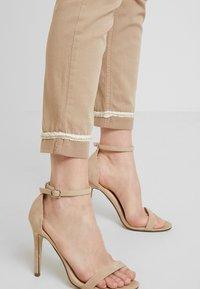 Liu Jo Jeans - IDEAL - Jeans Skinny - coffe shake - 4