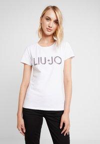 Liu Jo Jeans - MODA - T-shirt con stampa - white - 0