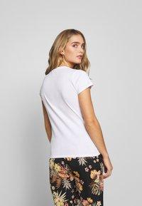 Liu Jo Jeans - MODA - T-shirts med print - white/multi-coloured - 2