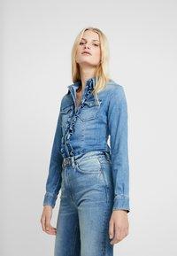 Liu Jo Jeans - ECS CAMICIA ROUCHES - Camisa - blue denim - 0