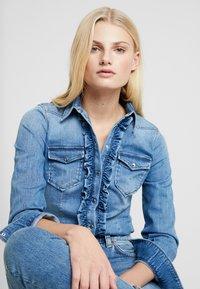 Liu Jo Jeans - ECS CAMICIA ROUCHES - Camisa - blue denim - 3