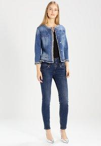 Liu Jo Jeans - KATE - Veste en jean - denim blue stretch - 2