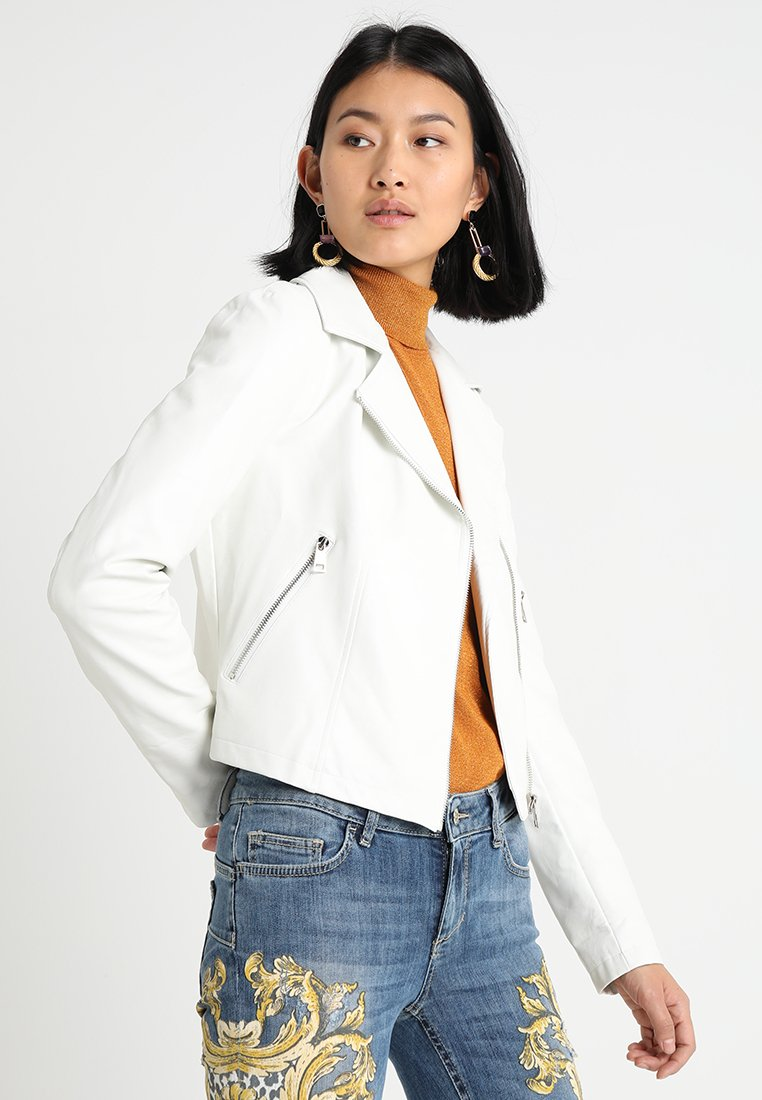 Liu Jo Jeans - GIUBBOTTO SINTETICO - Chaqueta de cuero sintético - bianco lana