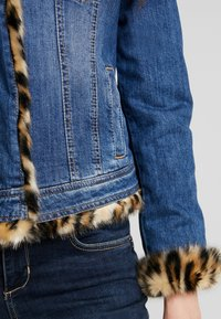 Liu Jo Jeans - GIUBBINO RIDER - Jeansjacke - denim blue - 5