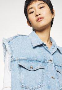Liu Jo Jeans - GILET PATCH - Smanicato - blue istant wash - 4