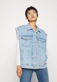 Liu Jo Jeans - GILET PATCH - Smanicato - blue istant wash - 0