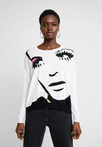 Liu Jo Jeans - MAGLIA - Jersey de punto - white pop face - 0
