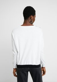 Liu Jo Jeans - MAGLIA - Jersey de punto - white pop face - 2