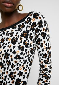Liu Jo Jeans - MAGLIA - Pullover - white - 5