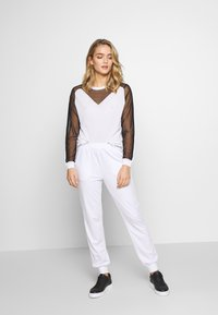 Liu Jo Jeans - MAGLIA CHIUSA - Sweter - white/black - 1