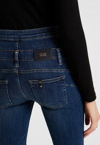 Liu Jo Jeans - RAMPY HIGH WAIST - Vaqueros slim fit - blue event wash - 3