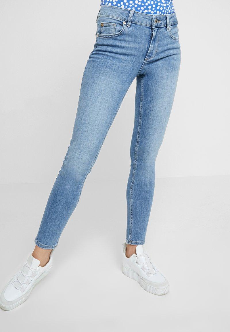Liu Jo Jeans - DIVINE - Jeans Skinny Fit - blue crux wash
