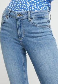 Liu Jo Jeans - DIVINE - Vaqueros pitillo - blue crux wash - 3