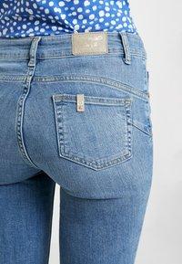 Liu Jo Jeans - DIVINE - Vaqueros pitillo - blue crux wash - 5