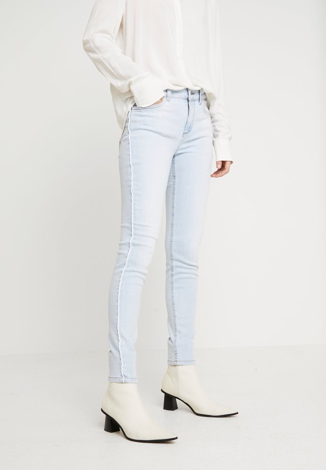 DIVINE - Jeansy Skinny Fit - blue land wash