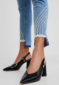 Liu Jo Jeans - UP FREE PRETTY - Slim fit jeans - blue - 6