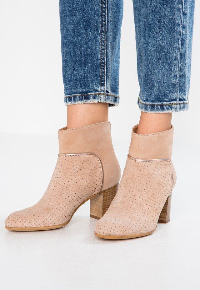 ENTRE - Ankle boots - misia