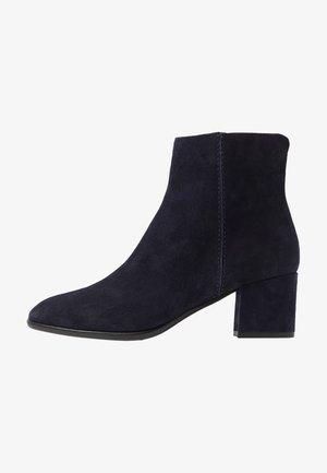 QUOLLY - Korte laarzen - blu