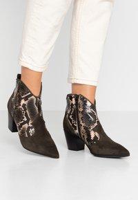 Lamica - USELE - Ankle boots - kaky/bosco - 0