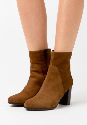 GEL - Classic ankle boots - cognac