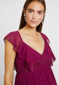 Little Mistress Maternity - NIKKI MULBERRY FRILL MAXI DRESS - Vestido de fiesta - mulberry - 5