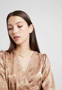 Leslii - Necklace - gold-coloured - 1