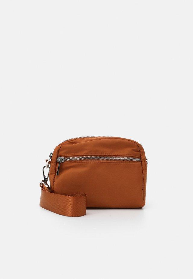 BAG HELLE - Across body bag - light brown