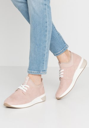 LACE-UP - Baskets basses - rose