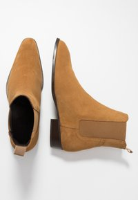 LAST STUDIO - FACHNAN - Classic ankle boots - whisky - 1