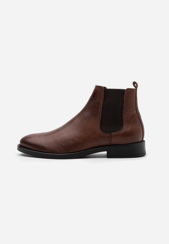 STERLYN - Kotníkové boty - cognac