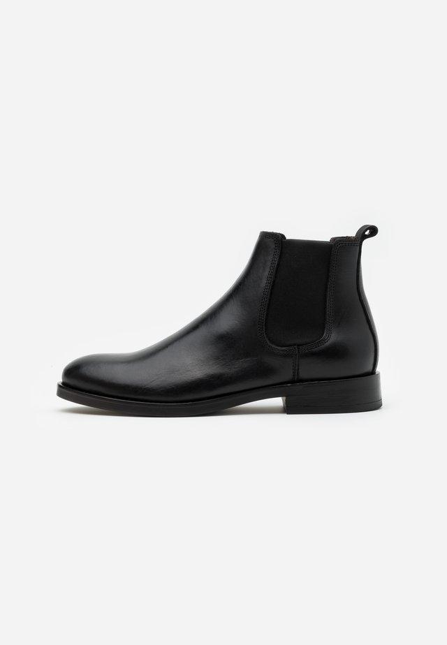 STERLYN - Kotníkové boty - black
