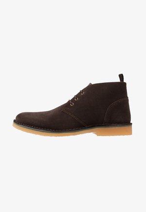 CORBEN - Šněrovací boty - brown